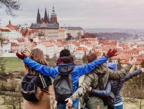 Как найти сотрудников для работы в Чехии? Реклама в Facebook?
